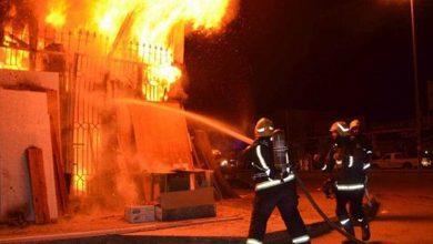 السيطرة على حريق داخل مخزن كرتون