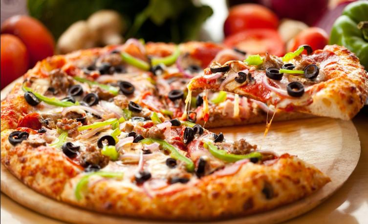 طريقة تحضير بيتزا الفرن بسرعة وسهولة